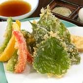 旬の野菜は甘みがあって格別の美味しさ。季節の味わい満載の『旬野菜の天ぷら』