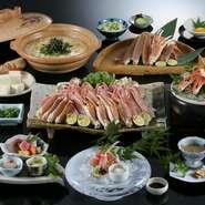 自慢のずわいがにをフルコースで味わい尽くしましょう。西村屋伝承の『かにすき』、煎り酒につけて頂く『かに造り』、香り豊かな『焼きがに』など、食べ方はさまざま。〆の雑炊まで贅沢にかにを堪能できます。