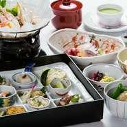 9種類の旬の味覚を鮮やかに盛り込んだ前菜、旬の鮮魚を使った主菜。月ごとに内容が変わる、四季を彩る和みの和食です。接待にもおすすめの、華やかな御膳を楽しみましょう。
