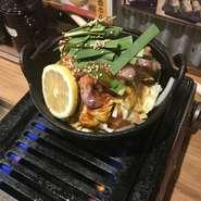 プリプリ新鮮な赤センマイと野菜の愛称は抜群です!スープはオリジナルの辛モツ鍋! 〆は雑炊がおすすめです。