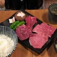 お客様ご自身で焼いていただきます。 ・日替り黒毛和牛 8枚 ・焼き野菜 ・ごはん ・スープ ・サラダ ・キムチ