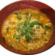 プリプリ食感のもつを、あっさりとした自家製スープで召し上がっていただけます。新鮮なもつは臭みも無く、食べやすいと好評。盛りだくさんのみずみずしい野菜と共に、お腹いっぱい味わってください。
