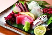 福島のブランド鶏のもも肉を炭火でこんがり 焼き上げました。 ジューシーかつ噛み応えのある食感がたまりません!