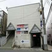 中央弘前駅近くにある白いビルの1F