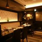 ふかひれのスープや当店名物の毛沢東スペアリブを組み合わせた、リーズナブルな贅沢コース