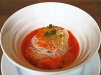 贅沢に使用したトリュフでかき込む卵かけご飯。