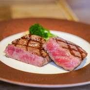 ランチタイム限定メニュー。熟成和牛100%使用の贅沢な逸品です。肉汁が浸み出すジューシーなハンバーグと濃厚なフォアグラ&香り豊かなトリュフが織りなす味わいは絶妙です。グリーンサラダ付き(お替り無料)。