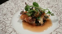 レンズ豆はカレーに入っている調味料を使っているのでカレー風味だと思うかもしれません。その風味が豚肉やオマール海老のアクセントになっています。