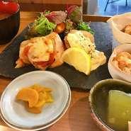 ・メイン料理 ・小鉢3品 ・窪川のおいしい御飯 ・昆布とカツオのだし味噌汁
