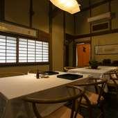 実家の納屋を改装し、懐石料理を味わうに相応しい空間に