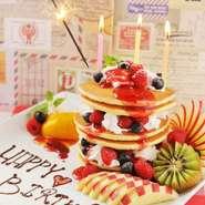 先着3組限定の誕生日月&記念日特典。ネーム&メッセージ入りの豪華Anniversaryホールケーキ無料であげる。