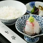 おいしい水は、日本料理の命。出汁、ご飯、お茶は日光の天然水で