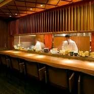 職人技を体感できるカウンター席はおススメのお席。お一人様でのご利用も非常に多いです。しっとりとした大切な1人の時間を贅沢なお酒と道産食材をふんだんに使用したお料理で過ごしませんか?