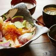 ぐっさんが選んだランチメニュー! ・お寿司(7品) ・お刺身盛合せ ・本日の焼魚 ・本日の揚物 ・茶碗蒸し ・小鉢 ・お味噌汁 ・デザート