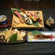 ・特上寿司(10貫) ・茶碗蒸し ・名物!穴子一尾握り ・小鉢 ・上天ぷら盛合せ