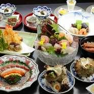 旬の食材を使い、素材独自の味を活かしたシンプルな味付けは日本料理ならでは。色合い・四季感・食感・味わいなどすべてに計算しつくされた熟練の技が光ります。
