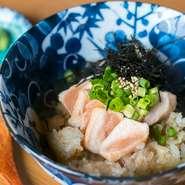 焼き鳥の肉は東京の専門店から毎日仕入れ、お野菜などの食材は、地元群馬の選りすぐりのものを使用しています。国産食材にこだわり、味はもちろんご家族でも楽しむことができます。