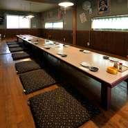 お店の2階には、最大70名まで利用ができる部屋が完備。人数に合わせて仕切ることができるので、友人や会社の同僚など宴会に利用できます。飲み放題が付いたコースも充実。にぎやかに美味しい宴会はいかが。