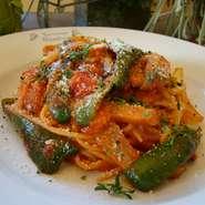 ケチャップとトマトソースのスパゲティー。懐かしさと安心感のある大人が大好きパスタ。
