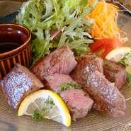 ※数量限定ロース肉とサシの入った赤身肉を使用。部位の違いをどちらも楽しめてお得です。