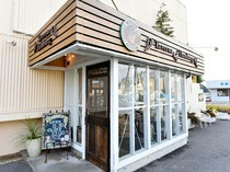 インパクトのある店名には、イタリア語で「食堂」の意味が…