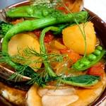 八戸産のプレミアムポーク『八戸美保野ポーク』のすね肉を塩漬けにし、シンプルにお野菜と煮込みました。野菜の甘味、すね肉の旨味が溶けだしたスープが絶品です。アルザス地方の家庭料理を八戸で味わい下さいませ。