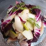 国産牛ローストビーフとフルーツのグラニースミスをサラダ仕立てに!お食事前の前菜として人気の一品です。