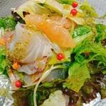 今が旬の三沢産ホッキ貝をグラニースミスと三杯酢でマリネ。青リンゴと少し苦味のあるトレビスが癖になります。食事前の前菜としてもどうぞ。