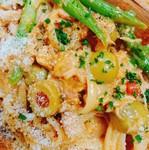 県産のあべどりをホロホロになるまで煮込んだシチューをソースにリングイネと合わせました。鶏の旨味たっぷりの一品をお試し下さい。