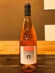 イタリアのバルベーラを使用した赤ワイン。 カジュアルながら味わい深く、軽やかに楽しめるワインです。