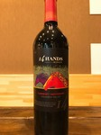 アメリカのメルロー、カベルネソーヴィニョンを使用した赤ワイン。 洗練されたタンニンにより強調されるリッチでジューシーなワインです。