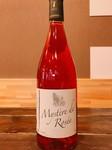フランスのガメイを使用したロゼワイン。 軽快な口当たりで甘酸っぱい果実味がたっぷりと広がるワインです。