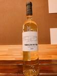 ポルトガルのフェルナン ピレスを使用した白ワイン。 フレッシュさと果実味が特徴の、飲みやすいワインです。