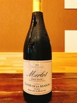 フランスのメルローを使用した赤ワイン。 ジューシーでしなやかで滑らかな味わいのワインです。