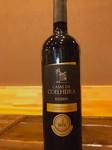 ポルトガルのトゥリガナシオナル、トゥリガフランカ、カベルネソーヴィニヨンを使用した赤ワイン。 口あたりはとても良く、タンニンは強く、余韻が長く続くワインです。
