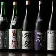 焼酎、カクテル、果実酒、ウイスキー、サワー、日本酒と、豊富に揃うドリンクメニュー。注目すべきは日本酒メニューの約半分が静岡県産の地酒になっていること。地元を愛する店主のこだわりのラインナップです。