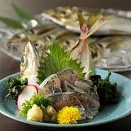 地元の素材を極力使うように心掛けています。特に海鮮に関しては、沼津や下田から直送される新鮮な魚を使用しています。静岡の旬の味をお楽しみください。