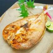 市場から仕入れた新鮮な魚や牛肉を使ったお料理