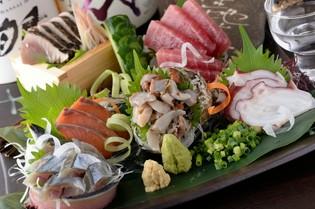 毎日仕入れる新鮮な鮮魚の刺身盛り合わせ『ぶぶすけ盛り』