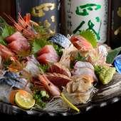 毎日市場で仕入れる新鮮食材。味の濃い良質な旬に舌鼓