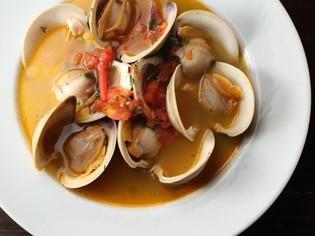 地元産の鮮魚、各地から取り寄せる良質な食材とお酒