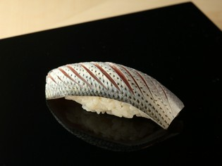 新潟の米の中でも、類稀な旨みがあるコシヒカリを使ったシャリ