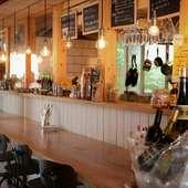 海辺のカフェのようなつくりのカウンター