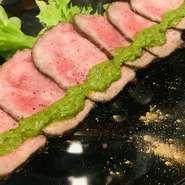 トリュフ、フォアグラ、ポルチーニ等、高級食材を使ったメニューがあるにも関わらず、創作居酒屋と位置付ける粋さ。中でも、「1度は味わって欲しい」からと、原価率を無視した牛タンで作るローストビーフは必食!