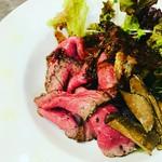 ローストビーフ+ウニ+イクラ 絶妙な味のコントラストが大人気。