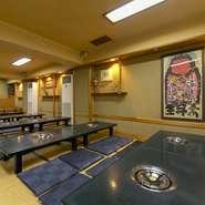 1階がテーブル席、2階が座敷の大広間、3階が個室4部屋からなる、広い空間も自慢。人数・ご予算に応じて、落ち着いてくつろげるお席と高コスパのプランをご用意いたします。詳細はお問い合わせを!