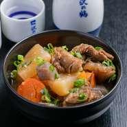 周防灘を中心に水揚げされる姫貝。日豊本線上ではキヌ貝といい、特に日本酒には最高のアテ。絶品です。店主としては、一番食べていただきたい商品です。 価格は仕入により変動します。時価