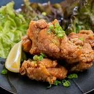 ぷりっぷりの海老2匹とイカ4切れとお野菜1切れの天ぷら盛り合わせ