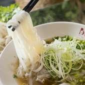じっくり煮込んで完成したスープが肝!『牛肉のフォー』