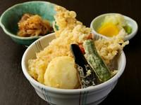 (穴子・海老・ハゼ・半熟玉子・野菜)・小鉢・お味噌汁・お新香・デザート